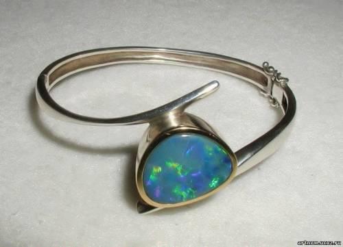 Современный браслет с опалом